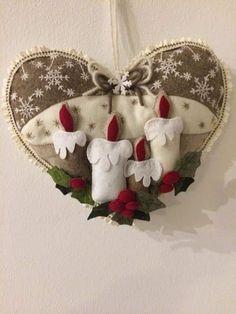 Felt Christmas Decorations, Christmas Crafts For Gifts, Felt Christmas Ornaments, Christmas Fabric, Christmas Projects, Craft Gifts, Christmas Wreaths, Fleece Crafts, Felt Crafts