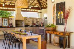 Varanda Gourmet : Varandas, alpendres e terraços tropicais por Jamile Lima Arquitetura