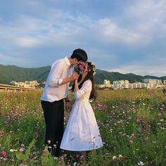 Photo Couple, Couple Shoot, Wedding Couples, Cute Couples, Matching Couples, Couple Ulzzang, Korean Wedding, Couple Aesthetic, Asian Love