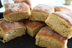 Morotsbröd i långpanna Food N, Food And Drink, Homemade Dinner Rolls, Danish Food, Our Daily Bread, Banana Bread, Muffins, Bakery, Brunch