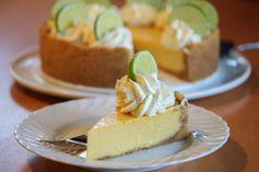 Bakelyst.no: Key Lime Pie er en berømt, amerikansk kake fra Key West, helt sør i Florida. Herlig, søt-syrlig og tropisk smak!
