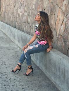 Andes Vargas modelando para Doll House Boutique