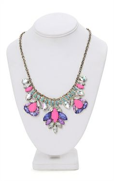 Short Statement Necklace with Teardrop Design