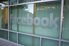 フェイスブック、4万人弱のユーザー情報を各国政府に開示 « WIRED.jp