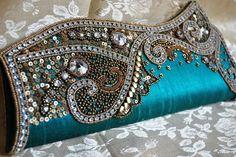So nice wedding clutch bags Embellished Purses, Beaded Purses, Wedding Clutch, Fabric Bags, Vintage Purses, Cute Bags, Clutch Purse, Evening Bags, Purses And Handbags