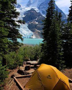 Mt Robson Provincial Park - Berg Lake Trail - Hiking Trails on Vancouver Island, British Columbia, Canada Camping Spots, Camping And Hiking, Camping Life, Tent Camping, Hiking Trails, Outdoor Camping, Camping Font, Camping Gear, Camping Places