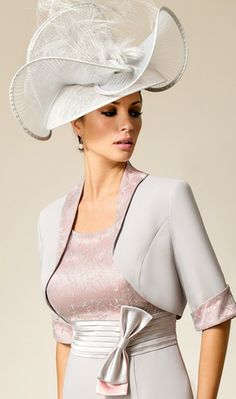 A fabulous wedding guest outfit by Zeila.