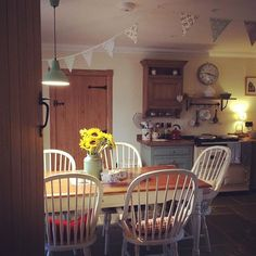 It's 7pm on Saturday night, the kitchen is now closed for the evening!! #cottagestyle #countrykitchen #aga #firedearth #bunting