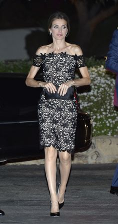 Her subtle sex-appeal in this off-the-shoulder dress. | 30 reasons why Queen Letizia of Spain should be your new style icon http://aol.it/1uLAlYk