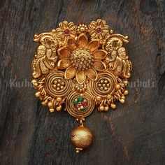 Discount Jewelry Antique Choti 95401 - Design No. 95401 Colour Ruby/Green Polish Gold Base Metal Copper Alloy Stone Synthetic Stones and Beads Hair Brooch Weight (gms) 142 Hair Brooch Length (cms) 30 Hair Brooch Detail - Gold Rings Jewelry, Gold Jewelry Simple, Gold Jewellery Design, Gold Bangles, Antique Jewelry, Jewellery Earrings, Ancient Jewelry, Bridal Jewellery, Hair Jewelry