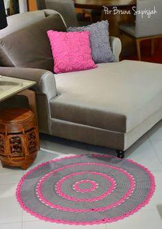Tapete Redondo de Crochê Max Cinza e Rosa por Bruna Szpisjak  #semprecirculo #decoração #decoration #decoracion #tapete #crochet #croche #ganchillo #handmade #artesanato #carpet