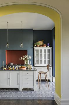 Top Kitchen Paint Color Ideas For The Heart Of Your Home TAG: Kitchen paint colors, Painting kitchen cabinets ideas, Kitchen color ideas Yellow Kitchen Decor, Home Decor Kitchen, Interior Design Kitchen, Interior Paint, Teal Kitchen Walls, Colour Pop Interior, Colour Blocking Interior, Yellow Dining Room, Quirky Kitchen