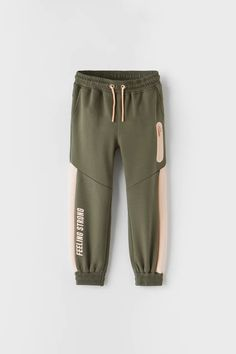 Girls Joggers, Girls In Leggings, Girls Pants, Girls Fashion Clothes, Boy Fashion, Jogger Outfit, Zara Boys, Sports Trousers, Type Of Pants