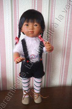 Louna est toute contente avec sa petite combinaison chaude et douillette. TUTO MATERIEL 3 laines à tricoter avec du 3,5 (22 mailles pour 10 cm) 5 boutons 1 cercle ou boucle fantaisie au niveau de la ceinture 2 arrêts de mailles aig 3,5 POINTS explications...