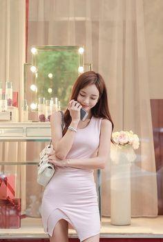 can't stop the feeling Colorful Fashion, Asian Fashion, Girl Fashion, Fashion Outfits, Pretty Asian, Beautiful Asian Women, Girl Pictures, Girl Photos, Korean Beauty