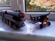locomotiva cu aburi și avion biplan