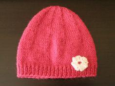 Bonnet fleuri - via Free Pattern! Knitting Patterns Free, Free Knitting, Baby Knitting, Free Pattern, Crochet Quilt, Knit Crochet, Cute Stuffed Animals, Crochet Projects, Knitted Hats