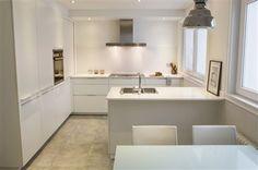 Blanca y radiante va... la cocina! foto principal Decoration, Bathtub, Bathroom, Google, Kitchen, Table, Furniture, Home Decor, Houses