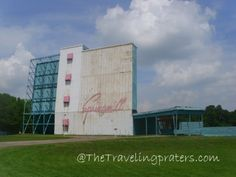 The Springmill Drive-In--Mansfield, Ohio. This is about a mile from my Dads house. We went to the drive-in a lot growing up! Cool Places To Visit, Places To Travel, Ashland Ohio, Kentucky Vacation, Mansfield Ohio, Missing Home, Best Weekend Getaways, The Perfect Getaway, The Good Old Days