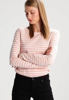"""TOM TAILOR DENIM.  CREW-NEC - Long sleeved top - evening rose. Our model's height:Our model is 69.5 """" tall and is wearing size S. Fit:regular. Outer fabric material:100% cotton. Pattern:striped. Neckline:round neck. Length:normal. Sleeve length:Extra long,27.0..."""