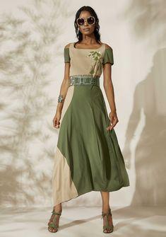 Oblique.ru - итальянская женская дизайнерская одежда и аксессуары для повседневной жизни. Green Fashion, Diy Fashion, Fashion Show, Fashion Outfits, Womens Fashion, Fashion Design, Couture, Modest Fashion, Models