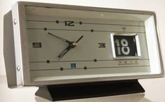 Vintage Shanghai flip calendar clock from the 70s. Chinese retro.