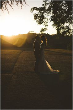 Romantic wedding photography with stunning light / Photography Rik Pennington / French Wedding Style Blog