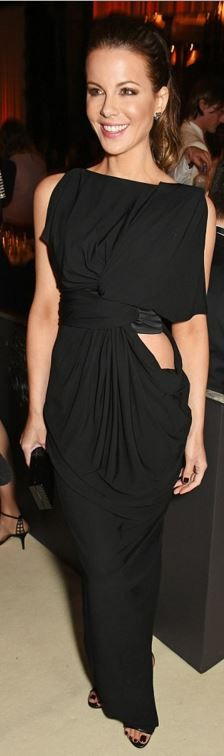 Kate Beckinsale's black sandals, jewelry, clutch handbag, and gown