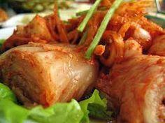 O Kimchi é um acompanhamento perfeito para arroz ou massas. Na Coreia, o Kimchi é servido em duas ou três refeições, diariamente como um acompanhamento. Nos últimos anos, o Kimchi tem ficado cada vez mais popular em muitos países asiáticos, por exemplo, Japão, China, Tailândia, etc...