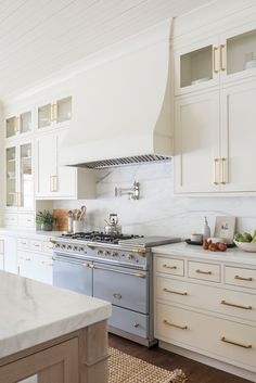 Elegant Home Interior off-white kitchen cabinet ideas: Put the Fun in Functional.Elegant Home Interior off-white kitchen cabinet ideas: Put the Fun in Functional Off White Kitchen Cabinets, Off White Kitchens, All White Kitchen, Inset Cabinets, Kitchen Cabinet Styles, Kitchen Cabinets That Go To The Ceiling, Backsplashes With White Cabinets, Kitchen Cabinets Designs, Cream Colored Kitchen Cabinets