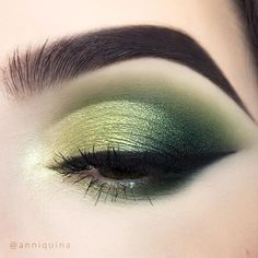 Coloured Raine Cosmetics eyeshadows in Glisten, Champagne Life, Side Of Oli. - The World of Makeup Green Eyeshadow, Makeup For Green Eyes, Eyeshadow Looks, Eyeshadow Makeup, Eyeshadow Pencil, Pigment Eyeshadow, Makeup Eyes, Makeup Inspo, Makeup Art