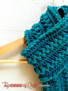 Beautiful Teal, Emerald Green Hairpin Lace Scarf--Love it!  Nice lines & Great Color!