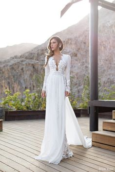 Image from http://fashionparo.com/wp-content/uploads/2014/07/Julie-Vino-Stunning-Bridal-GownsMermaid-Brides-Dresses-2014-11.jpg.