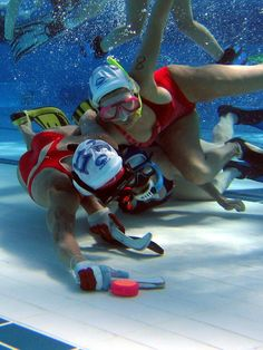 Underwater Hockey: All you need is a pool, some sticks, a weighted puck and snorkels for everybody and you're good to go. Underwater Photos, Underwater Photography, Underwater Swimming, Hockey, Demolition Derby, Merchant Marine, Sports Humor, Funny Sports, Extreme Sports