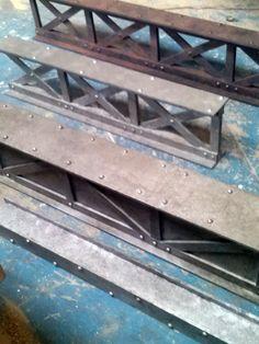 les poutres métallique et habillage fausse féraille effet industriel Industrial Furniture, Industrial Style, Bar Deco, Garage Loft, Steel Beams, Iron Work, Steel Structure, Wine Cellar, Blacksmithing