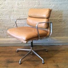 Mid-Century Modern, executive, soft pad armchair by Eames for Herman Miller with original tan leather upholstery. Desk Chair, Swivel Chair, Armchair, Leather Dining Room Chairs, Upholstered Dining Chairs, Chair Pads, Herman Miller, Eames, Mid-century Modern