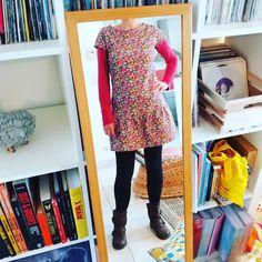 La petite robette à fleurs pour ce début d'automne. Patron improvisé à partir de mon habituel sweat à manches raglan. #sweatbouclette