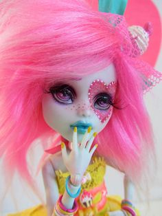 Lola Lemondrop- MH doll repaint and hand made outfit by Wicked Paper Dolls OOAK Custom Monster High Dolls, Monster Dolls, Monster High Repaint, Custom Dolls, Pretty Dolls, Beautiful Dolls, Ooak Dolls, Blythe Dolls, Barbie