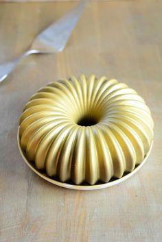 Vanilleeis-Torte mit goldenem Schokoladenüberzug ganz einfach (&zum Angeben&)