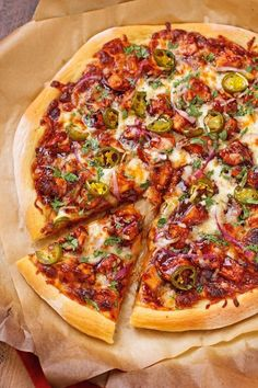A thick and chewy, homemade crust turned into a sweet and tangy BBQ chicken pizza! This pizza is so easy to make at home and tastes just like California Pizza Kitchen's, only better! Bbq Chicken Pizza, Barbecue Pizza, Chicken Pizza Recipes, Grilled Chicken, Grilled Pizza Recipes, Grilling Recipes, Perfect Pizza, Good Pizza, Comida Pizza