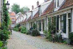 Rijtje kleine woningen (De Tuinstraat in Utrecht)