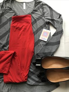 ff7fb5242fd9be Simple yet chic outfit using the lularoe Lynnae and leggings!  Facebook.com/groups/lulachicgirls