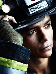 Peter Mills is played by Charlie Barnett. He is definitely my fave! :D