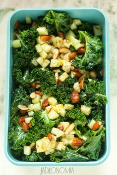 Gluten free kale salad I'm in love! Kale Salad, Soup And Salad, Pasta Salad, Food N, Food And Drink, Going Vegan, Japanese Food, Broccoli, Dip