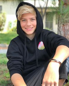 Indi Star and Walker Bryant's relationship explained Actor Picture, Actor Photo, Magcon Boys 2016, Pictures Of Walkers, Young Youtubers, Grace Walker, Cute Teen Guys, Jordan Baker, Boy And Girl Best Friends