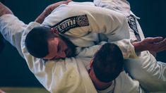 In the world of martial arts, Brazilian Jiu-Jitsu is very effective.It is one of the best martial arts for ground fighting, especially in tournaments. Taekwondo, Jiu Jitsu Gi, Ju Jitsu, Martial Arts Gear, Mixed Martial Arts, Kung Fu, Karate, Judo Video, Jiu Jitsu Training