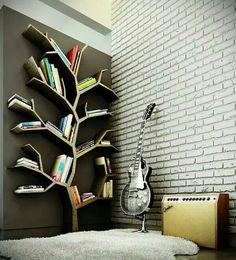 Comme j'adore lire des livres, je voudrais avoir une bibliothèque dans ma chambre. J'ai choisi cette bibliothèque, parce qu'il a la forme d'un arbre et je trouvais que c'est très créatif et particulier. Je trouve qu'il est aussi bien pratique que décoratif.