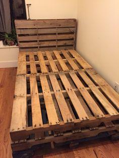 Palettenbett My first upload Wooden Crates Bed, Wooden Pallet Beds, Pallet Bed Frames, Diy Pallet Bed, Diy Pallet Furniture, Full Bed Frame, Diy Bed Frame, Pallet Twin Beds, Palette Bed