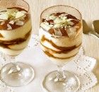 A simple tiramisu recipe for a true dolce vita feeling - Make Easter Decorations Desserts In A Glass, Köstliche Desserts, Delicious Desserts, Yummy Food, How To Make Tiramisu, Sweet Recipes, Snack Recipes, Snacks, Sweets