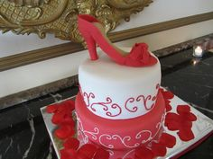 Wedding Cakes - see the most beautiful wedding cakes in the world | RingEnvy.com